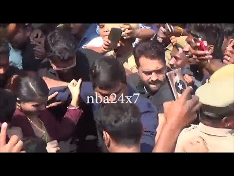 Actress Samanth Caught in Huge Crowd Krishnagiri jewelry Shop