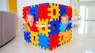 Gaby and Alex playing with Toy Blocks