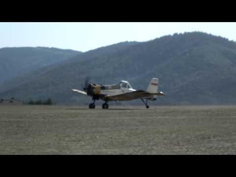 Start dwóch samolotów gaśniczych PZL M18 Dromader