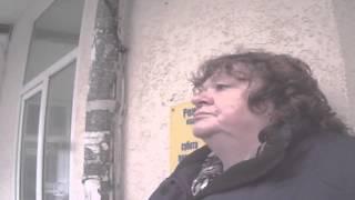 Средь бела дня бандеровская бабушка в Ялте ... Крым . Россия .