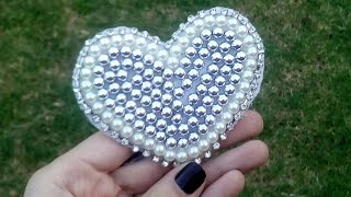 Coração em pérola feito no feltro, usando linha Por Maguida Silva
