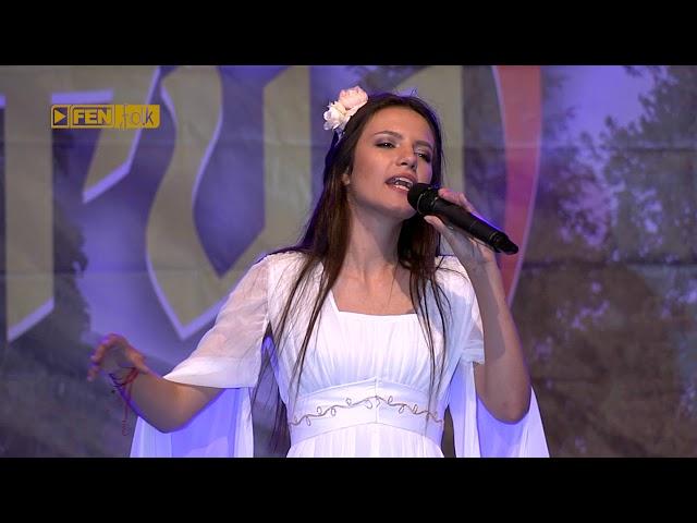 ИВА И ВЕЛИСЛАВА КОСТАДИНОВИ - Бела перуника (live) / IVA & VELISLAVA KOSTADINOVI - Bela perunika