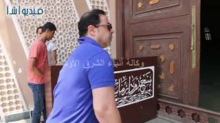 بالفيديو :  وصول مدحت صالح والداعية مصطفى حسنى جنازة الاعلامى
