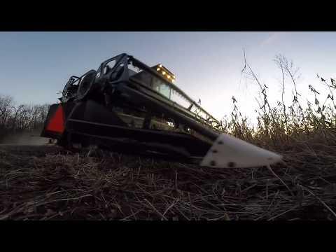 Harvest Help Gleaner R50 combine