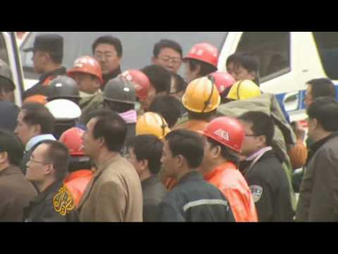 Rescuers save Chinese miners