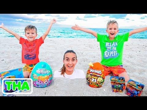 วลาดและนิกิตะมีวันสนุกบนชายหาด! เล่นกับแม่และทราย
