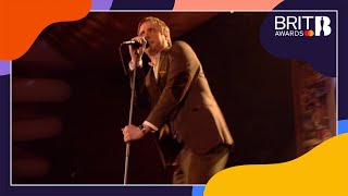 Kaiser Chiefs - I Predict A Riot (Live at The BRITs 2006)
