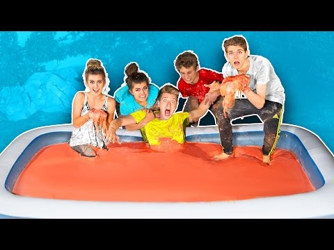 10,000 POUNDS OF OOBLECK IN BATH CHALLENGE!