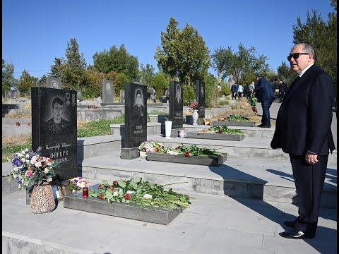 Հանրապետության նախագահ Արմեն Սարգսյանն այցելել է «Եռաբլուր» զինվորական պանթեոն