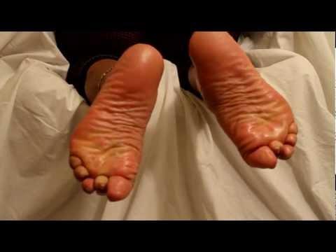 Wrinkled soles footjob