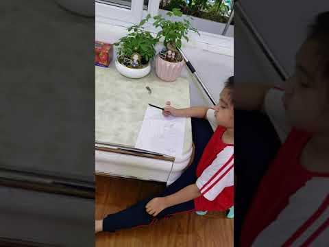 Linh Chi vẽ chúc mừng sinh nhật 39 tuổi của mẹ.   Foci