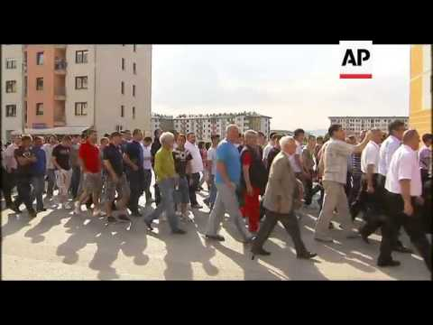 Bosnian Serbs protest Mladic's arrest by marching in Sarajevo suburb