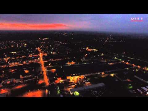 Łuków z lotu ptaka nocą w rozdzielczości 4K