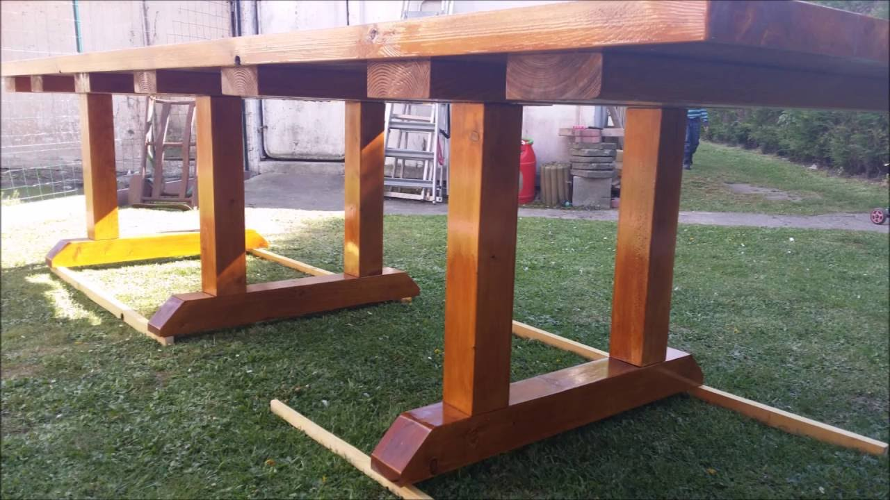 Construction d 39 une table de salon de jardin youtube for Construction en bois herault
