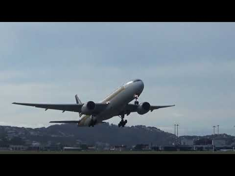 Wellington Airport - SQ248 1st TAKE OFF - Singapore Airlines Boeing 777-212 9V-SQJ RWY16