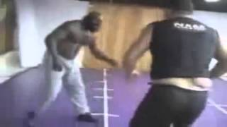 Repeat youtube video Kimbo Slice lost to Police Officer ( Street fight )