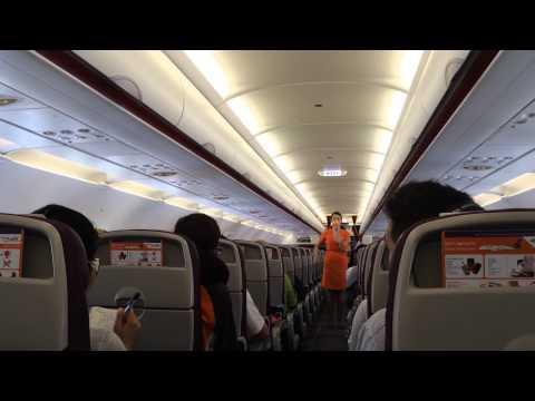 ลีลาเตะตา! แอร์โฮสเตสสาวสวย แนะนำวิธีใช้อุปกรณ์ความปลอดภัย สายการบินไทย สมายล์ -Thai Smile Airways