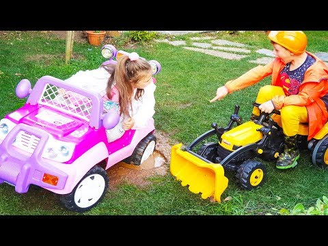 ARABA ÇAMURA BATTI ALİ ARDİANA'YI KURTARDI - Kids Ride On Power Wheel Excavator Car Stuck In The Mud