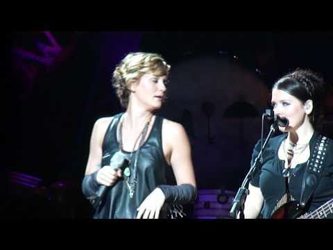 Sugarland - Single Ladies/I Want You Back/Party in the USA/Everyday America - Detroit, MI