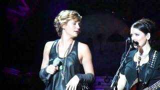 Sugarland - Single Ladies/I Want You Back/Party in the USA/Everyday America - Detroit, MI Video