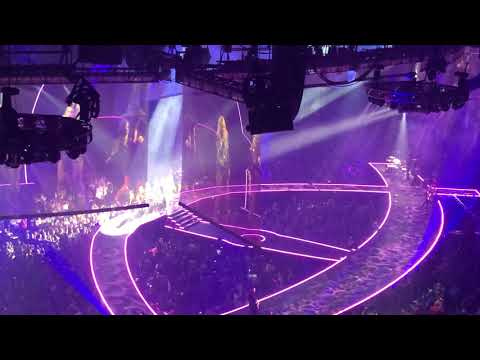 Carrie Underwood: Women Of Country Music Medley - 10/31/19 @ Little Caesars Arena (Detroit)