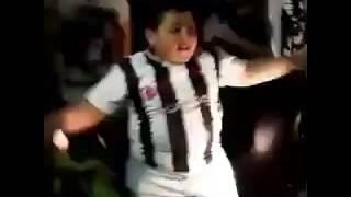 Çılgınca Dans Eden Beşiktaşlı Çocuk