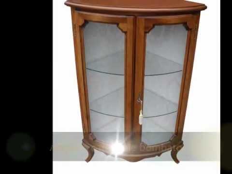 Angoliera cantonale classica in stile arte povera bassa con vetri ...