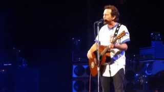 Pearl Jam - All The Way - with Ernie Banks - in Chicago @ Wrigley Field 7/19/13  HD
