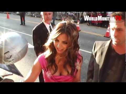 Sexy Charisma Carpenter shows off some hot cleavage at Expendables 2 film premiere thumbnail