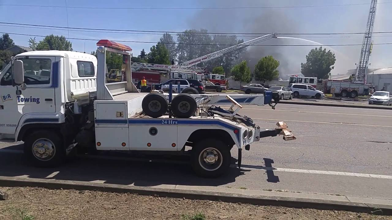 Fire At B R Auto Wrecking In Corvallis Or Youtube
