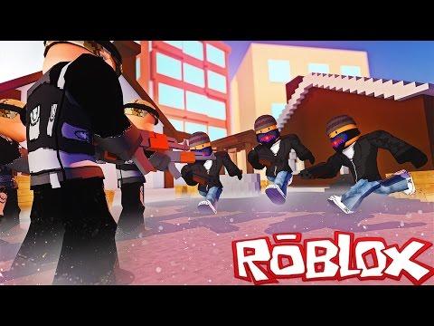 CRIMINALS VS SWAT IN ROBLOX!