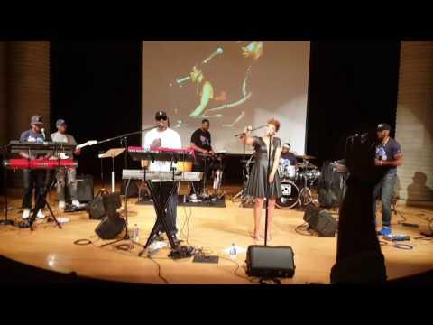 Zo! + Carmen Rodgers -