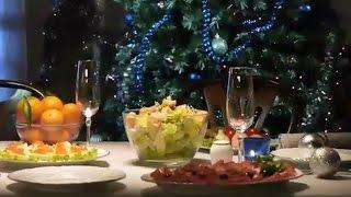 Новогодний рецепт салата Цезарь с куриными окорочками