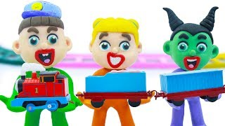SUPERHERO BABY BUILDS THOMAS AND FRIENDS 💖 Play Doh Cartoons For Kids