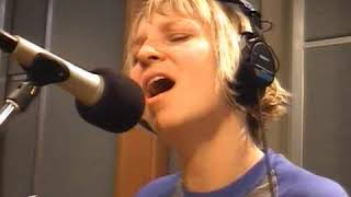 Baixar Sia live on KCRW Morning Becomes Eclectic,. 25 Oct 2007