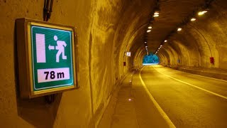 고속도로 터널에 비상구 과연 어디로 연결될까??
