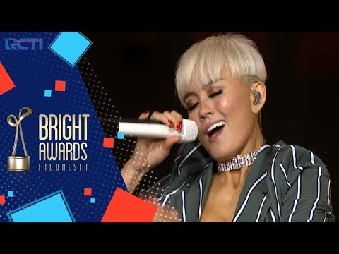 BRIGHT AWARDS INDONESIA 2017  Agnez Mo Coke Bottle  Long As I Get Paid 6 DESEMBER 2017