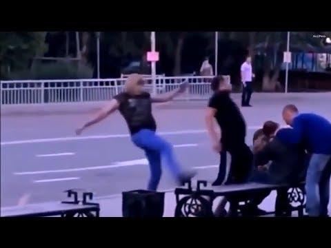 Девушка избила двух мужиков прикол