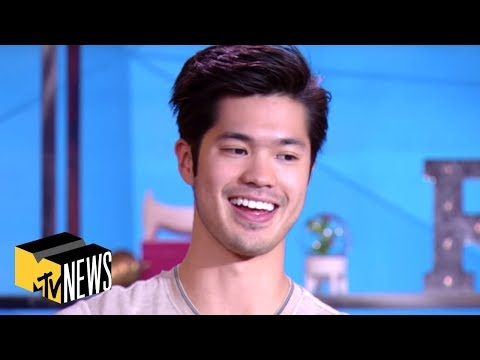 '13 Reasons Why' Stars Are 'RuPaul's Drag Race' & Marvel Stans | TRL