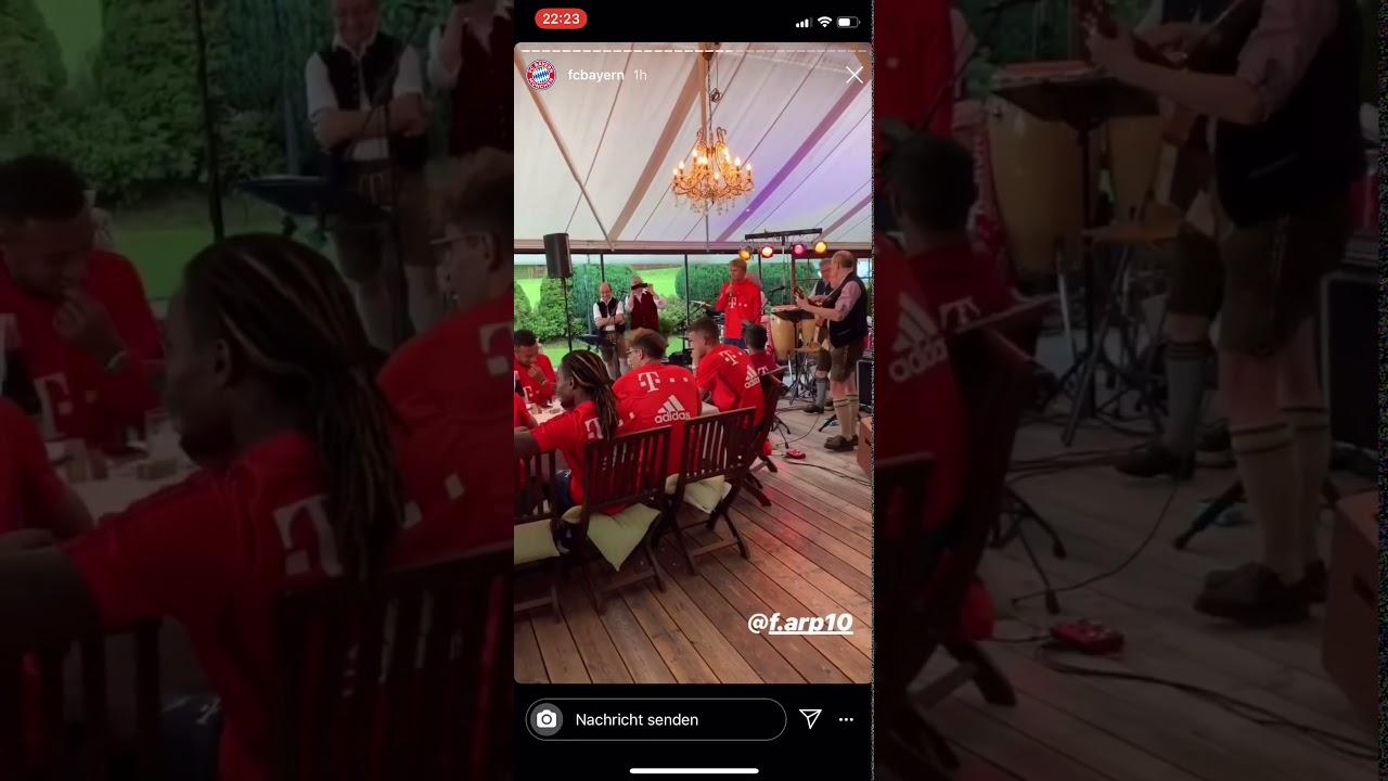 Fc Bayern Spieler singen Lieder/ Players singing songs