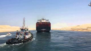 Scene up close for the first giant ship reflect the new Suez Canal for the first time