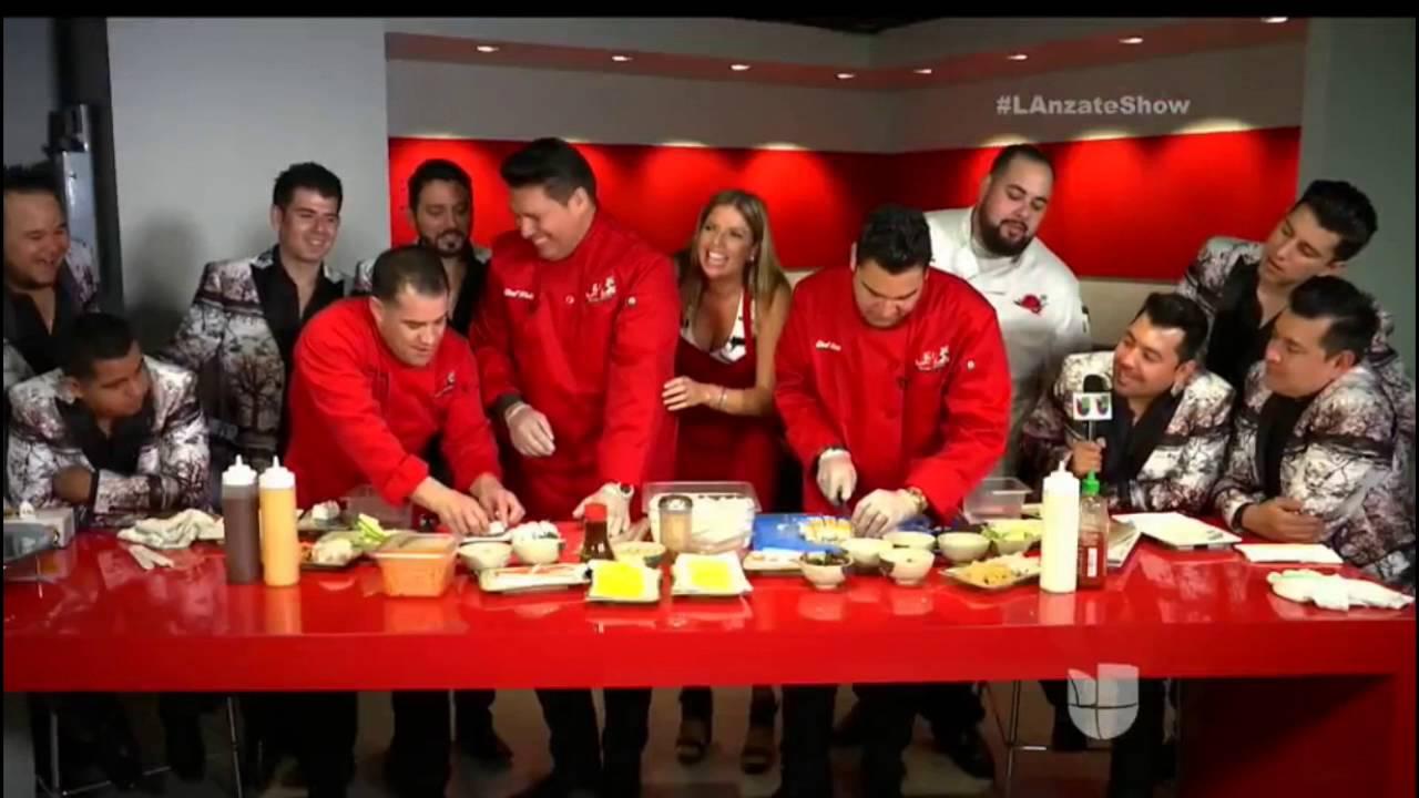 BANDA MS cocinando SUSHI estilo culiacan con EL SUSHI LOCO ...