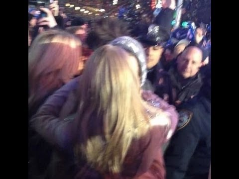 (FULL VIDEO) Taylor Swift and Harry Styles New Year Kiss
