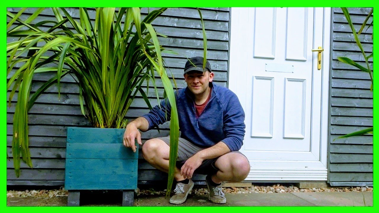 How to Make a Large Wooden Planter (DIY Pallet Wood Project)