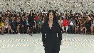 المصمم الإيطالي جيامباتيستا فالي يتألق في أسبوع الموضة الباريسي - le mag