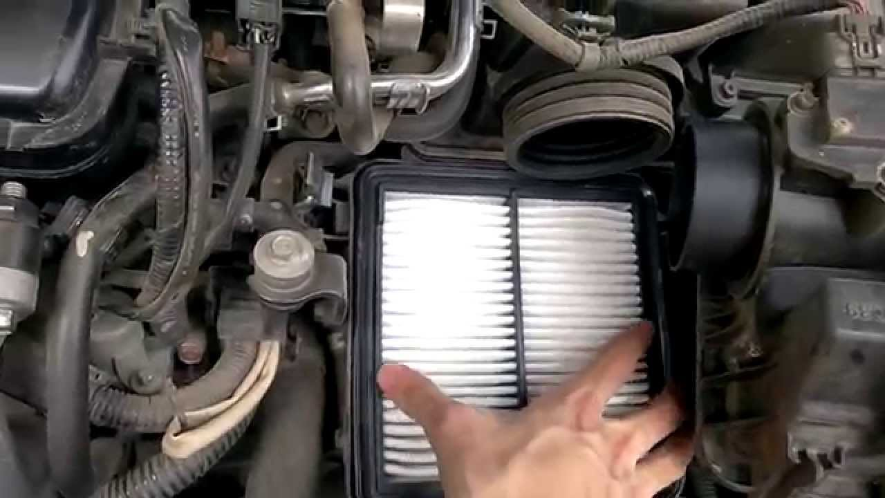 Replacing the air cleaner element