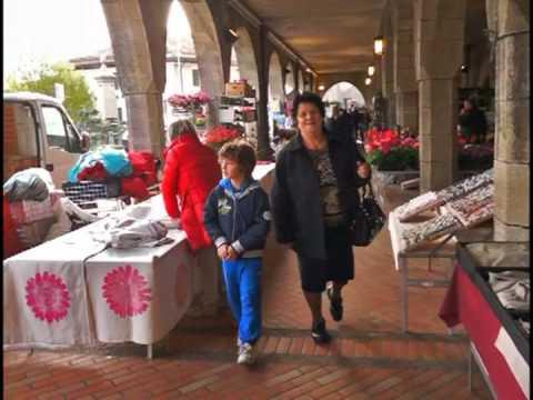 Thursday Market at Borgo Maggiore, San Marino 20120405.mpg