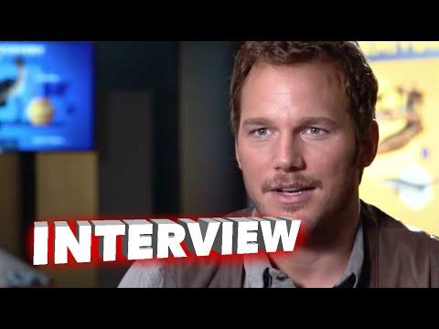 """Jurassic World: Chris Pratt """"Owen"""" Behind the Scenes Movie Interview"""