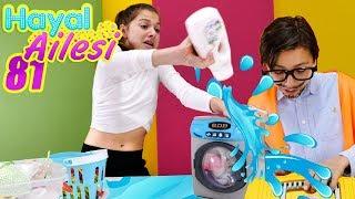 Adrian bozuk çamaşır makinesini tamır ediyor