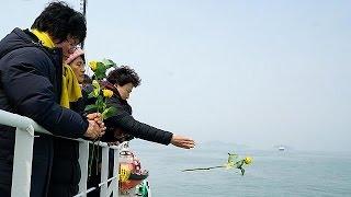 Güney Kore feribot faciası kurbanlarını andı